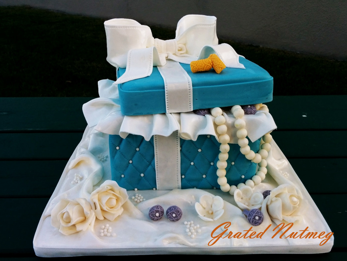 Cake Ideas From Cake Box : Jewelry Gift Box Cakes   Grated Nutmeg
