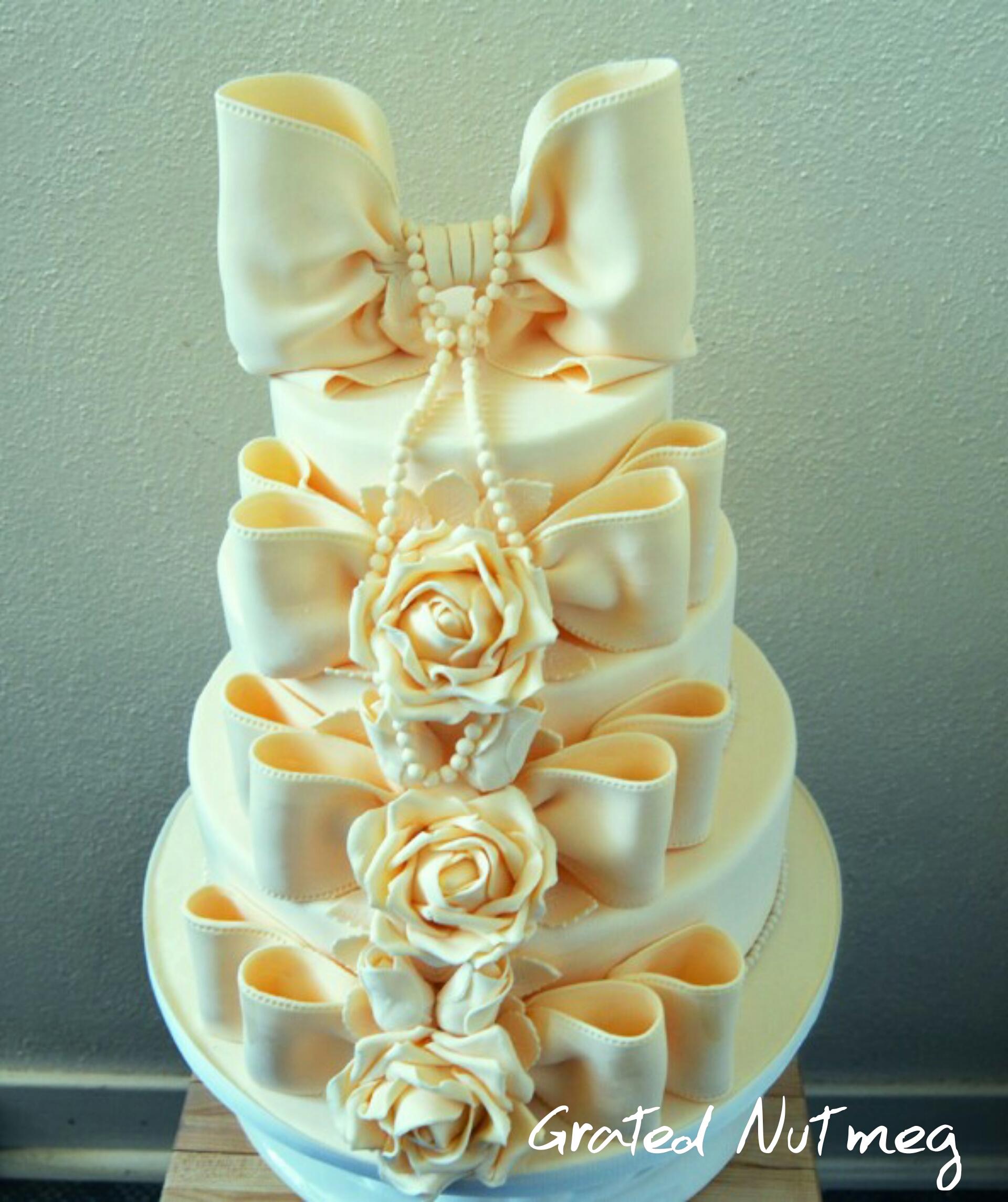 Ivory Bow Addiction Wedding Cake – Grated Nutmeg