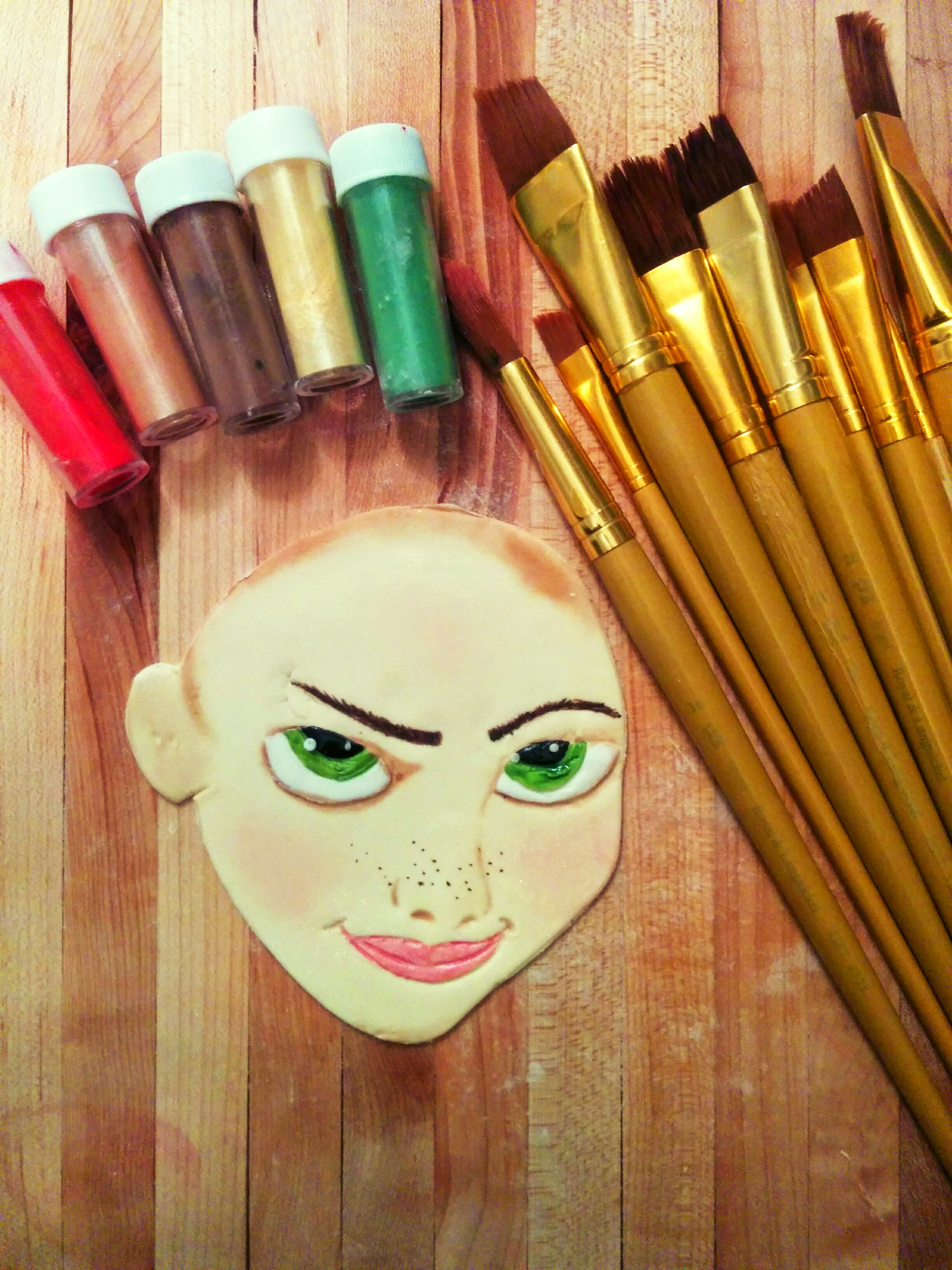 How to Paint Fondant Faces using Color/Luster Dust – Grated Nutmeg