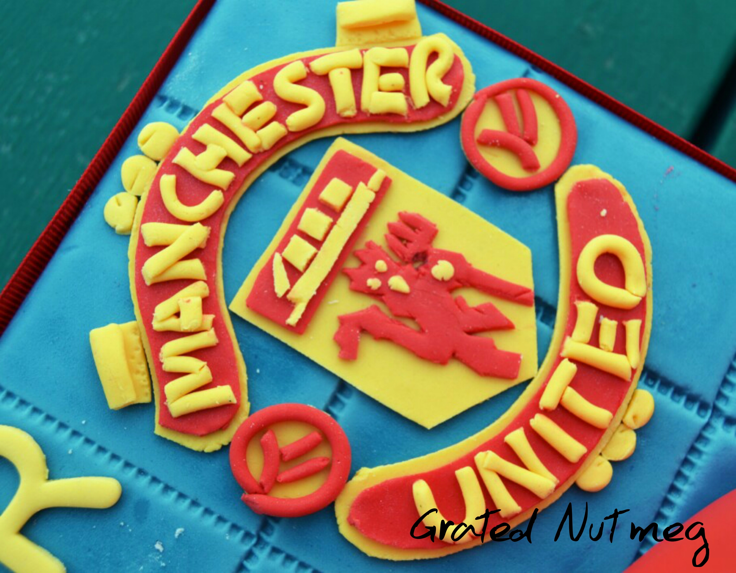 Fondant Manchester United Football Club Badge Pictorial Grated Nutmeg
