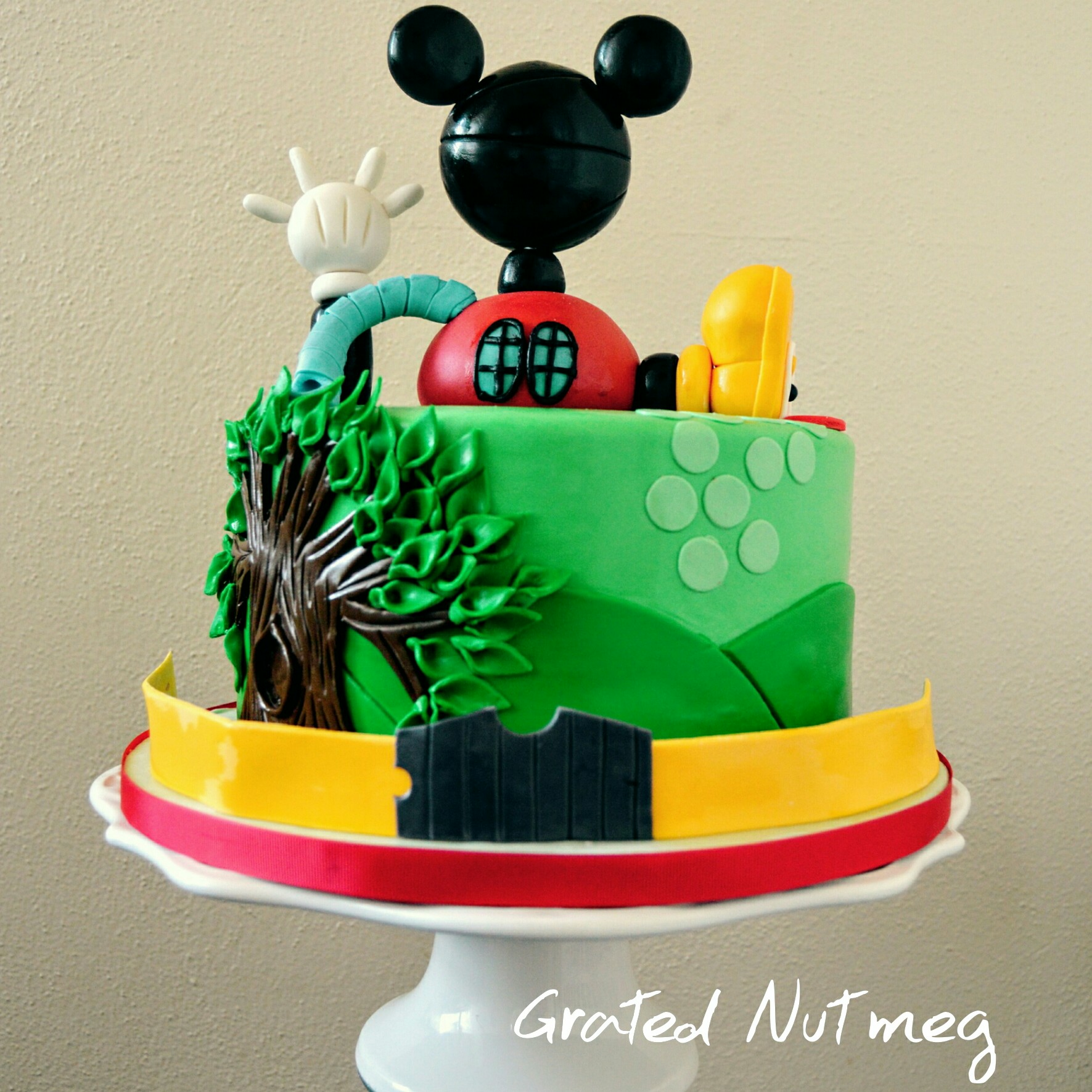 Making A Mickey Mouse Birthday Cake